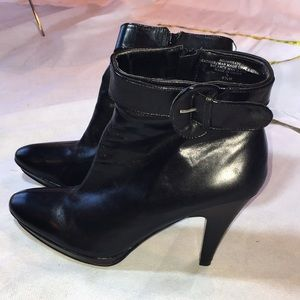 Bandolino leather ankle buckle NWT Booties